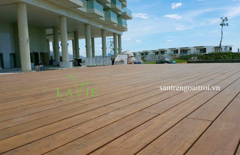 thi-cong-san-tre-ngoai-troi-alma-resort-lavie-bamboo-13