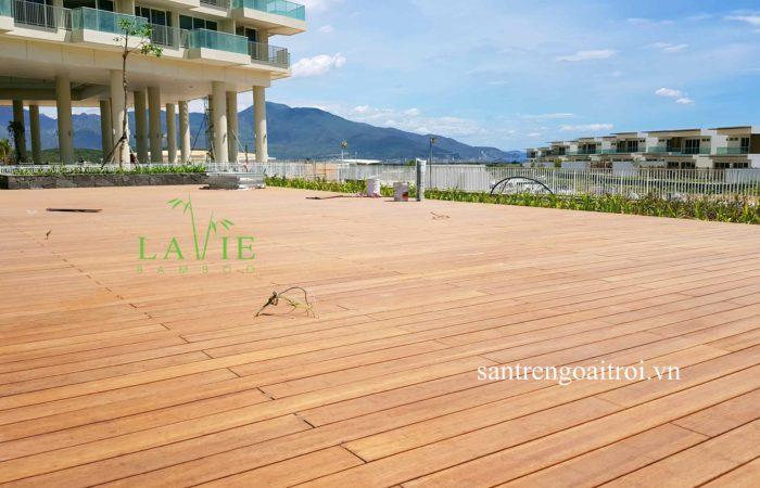 thi-cong-san-tre-ngoai-troi-alma-resort-lavie-bamboo-23
