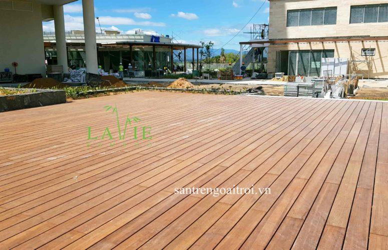 thi-cong-san-tre-ngoai-troi-alma-resort-lavie-bamboo-5