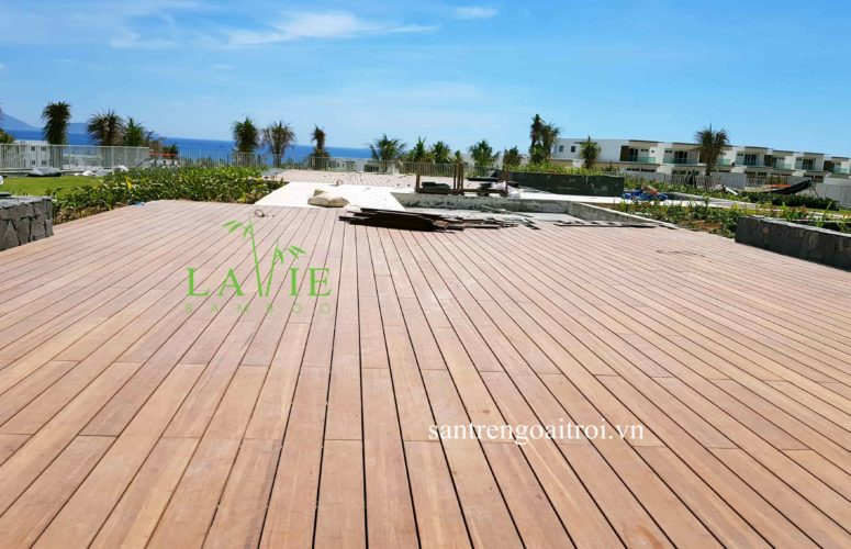 thi-cong-san-tre-ngoai-troi-alma-resort-lavie-bamboo-8